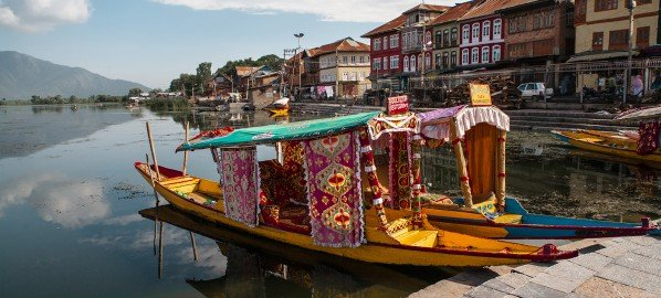Life and sights around Dal lake in Srinagar